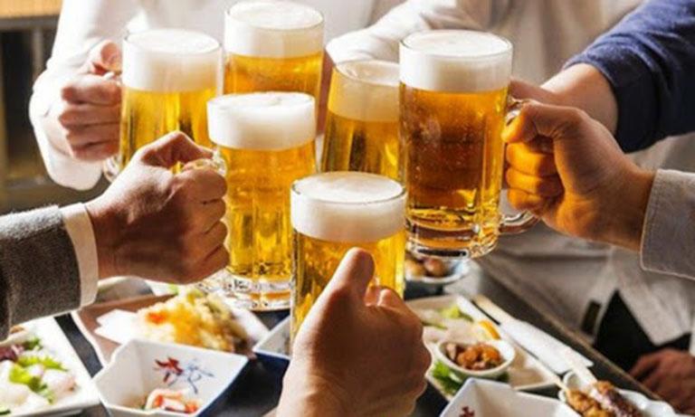 Người bệnh không nên uống rượu bia