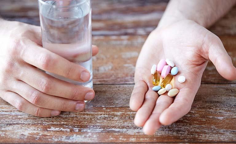 Tùy thuộc vào nguyên nhân gây bệnh mà bác sĩ sẽ chỉ định người bệnh dùng thuốc phù hợp
