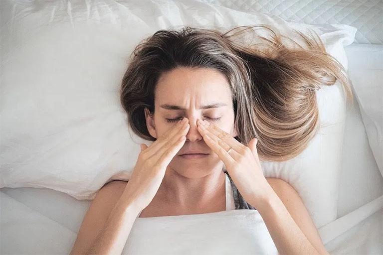 Massage mũi giúp lưu thông không khí