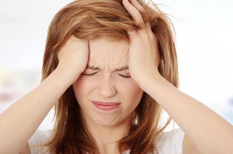 Đau nhức vùng đầu, thái dương là biểu hiện phổ biến của bệnh