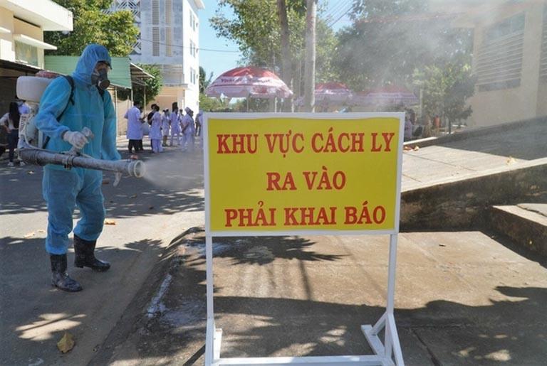 Thành phố Hồ Chí Minh kiểm soát người dân ra vào