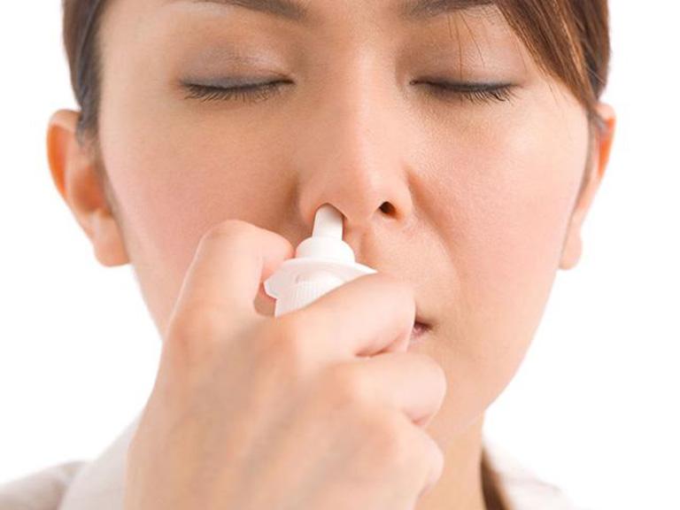 Việc sử dụng thuốc xịt là phương pháp được nhiều người lựa chọn