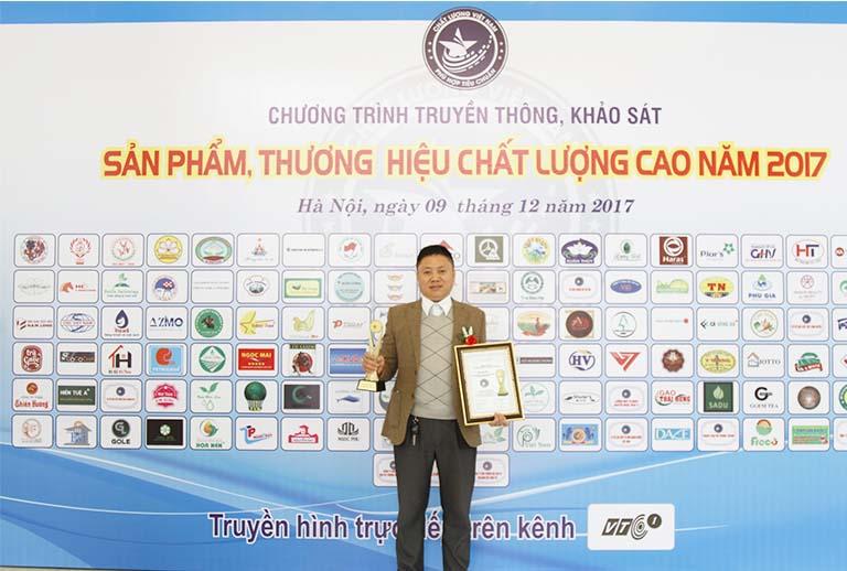 Thầy thuốc Phùng Hải Đăng nhận Cúp Vàng Thương hiệu chất lượng cao